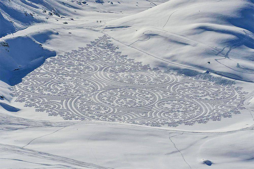 www.thisiscolossal.com/2016/01/simon-beck-snow-art/