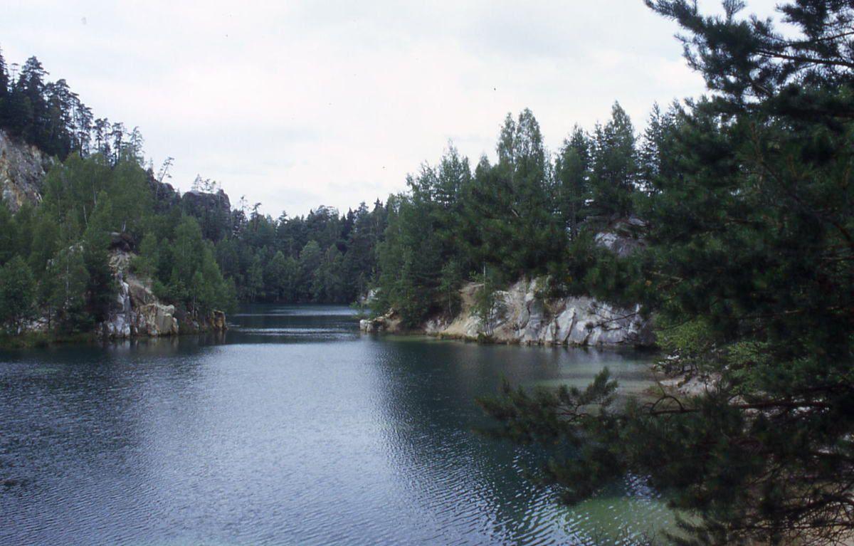 Lac dans le mont des géants