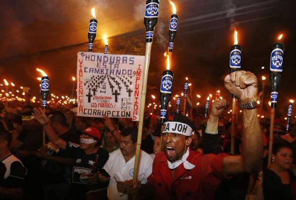 Le peuple du Honduras se révolte.