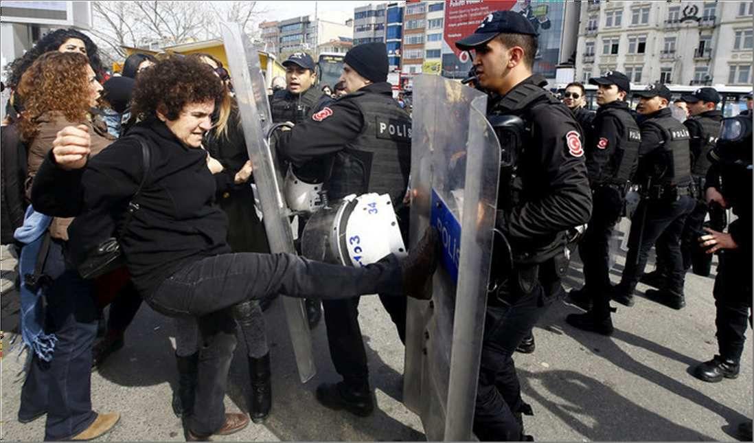 Le 8 mars en Turquie : forte mobilisation des femmes contre le régime d'Erdogan