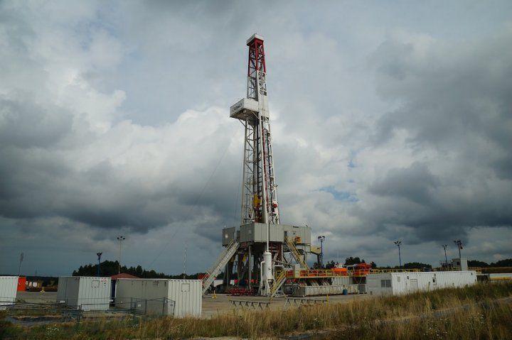 Gaz et pétrole de schiste : Royal et Macron accordent des permis de recherche... à deux mois de la COP 21 !