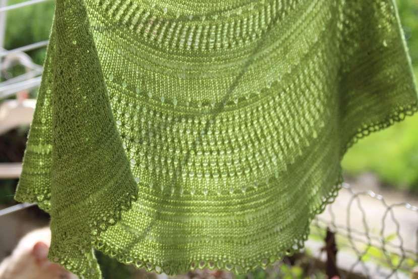 Marie-Pierre a aussi tricoté un Saint-Guénolé... Je le trouve superbe en vert ! Mais, ça, je suppose que ça ne vous surprend pas...