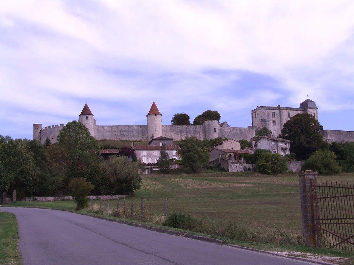 Le château de Villebois-Lavalette en Charente