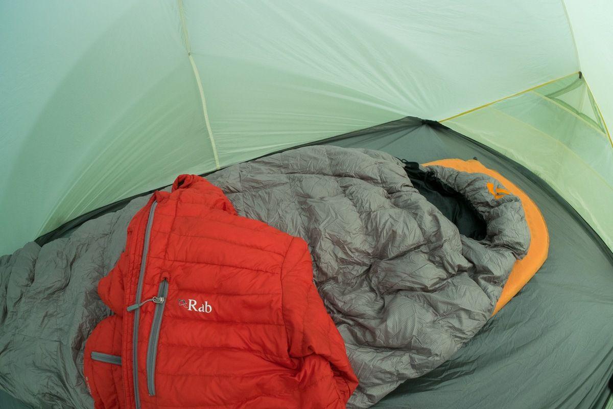 La veste en duvet qui complète tout ça. Un modèle de chez Rab, 370 g.