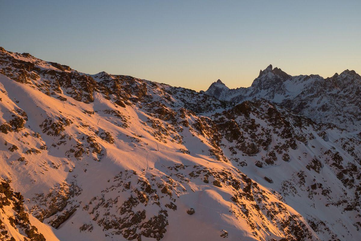 Du sommet, vue sur la trace de montée, le GPB...