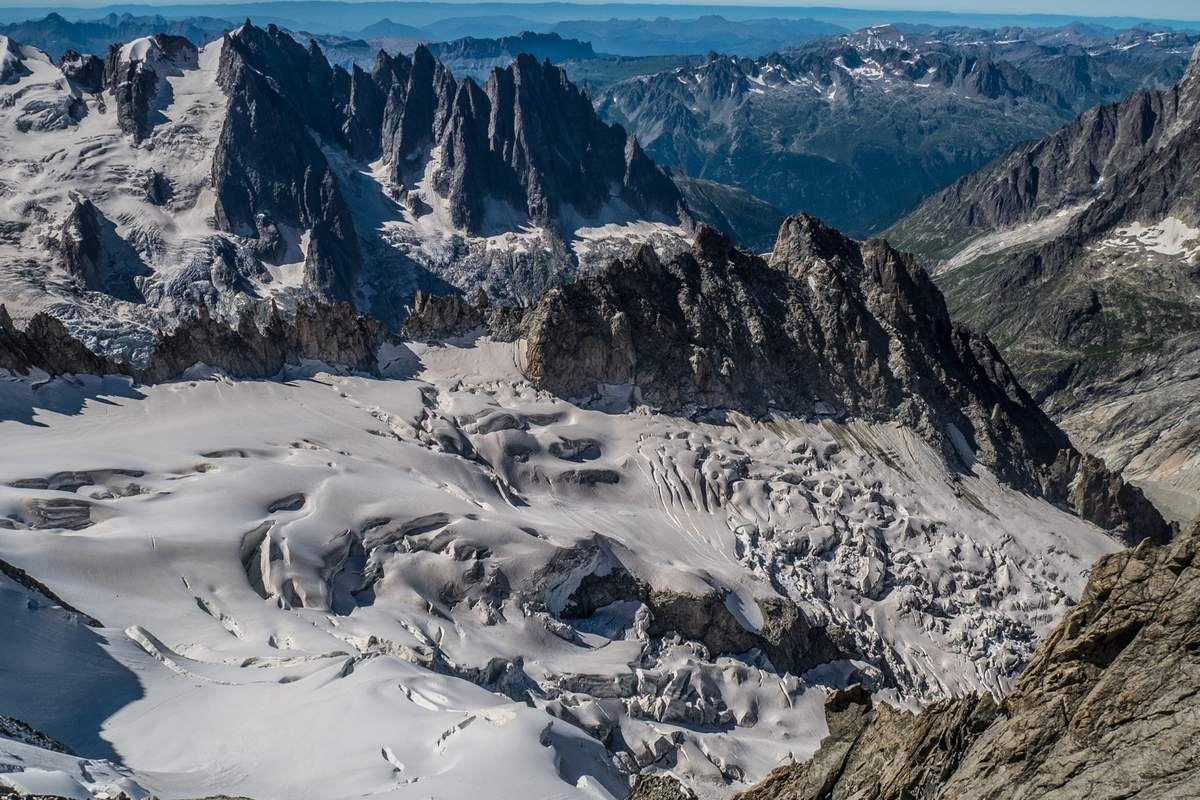 Vue sur le glacier du mont Mallet, les Périades, le Grépon... Classe !