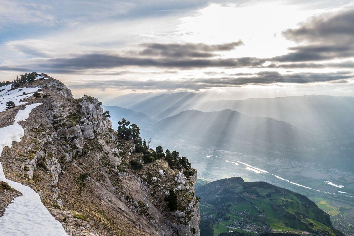 Belle lumière sur la crête entre les rochers du Midi et la Dent