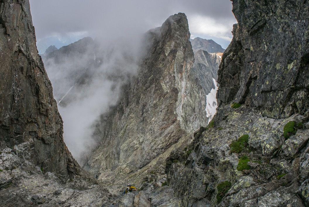 Remontée au Grand Pic par le couloir sud-est. Magnifiques jeux de nuages
