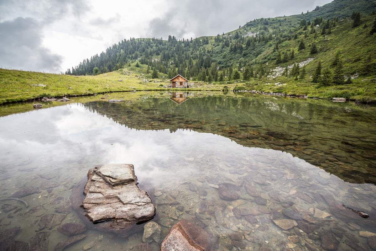 Le lac et la cabane du Léat