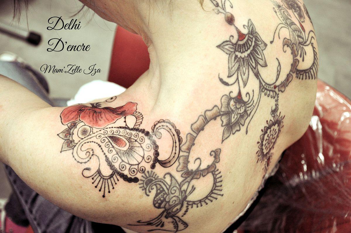 Tatouage style mehendi (henné) oriental et coquelicot.