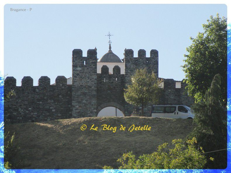 Castelo de Bragança:Aire de C-C (P)