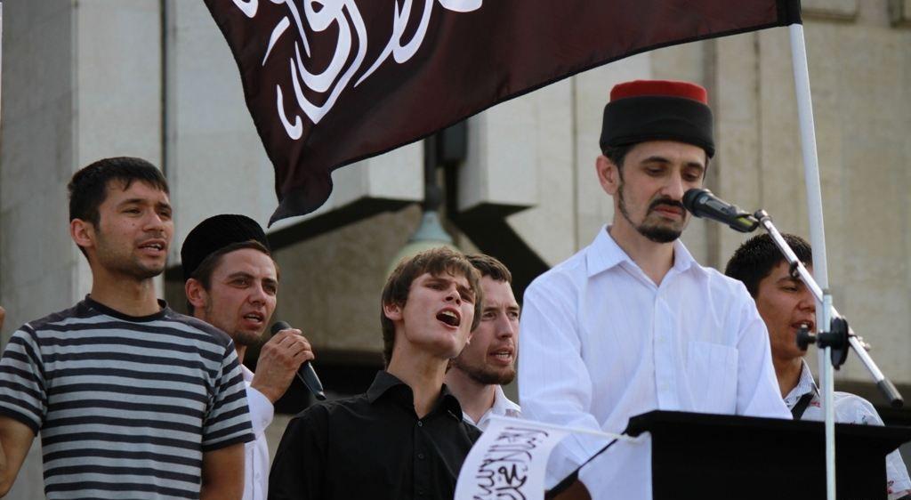 """Un des """" interlocuteurs """" du camarade Oudaltsov à Kazan , l'imam Rustem Safin dont la mosquée Al-Ikhlas a été fermée en 2013  ."""