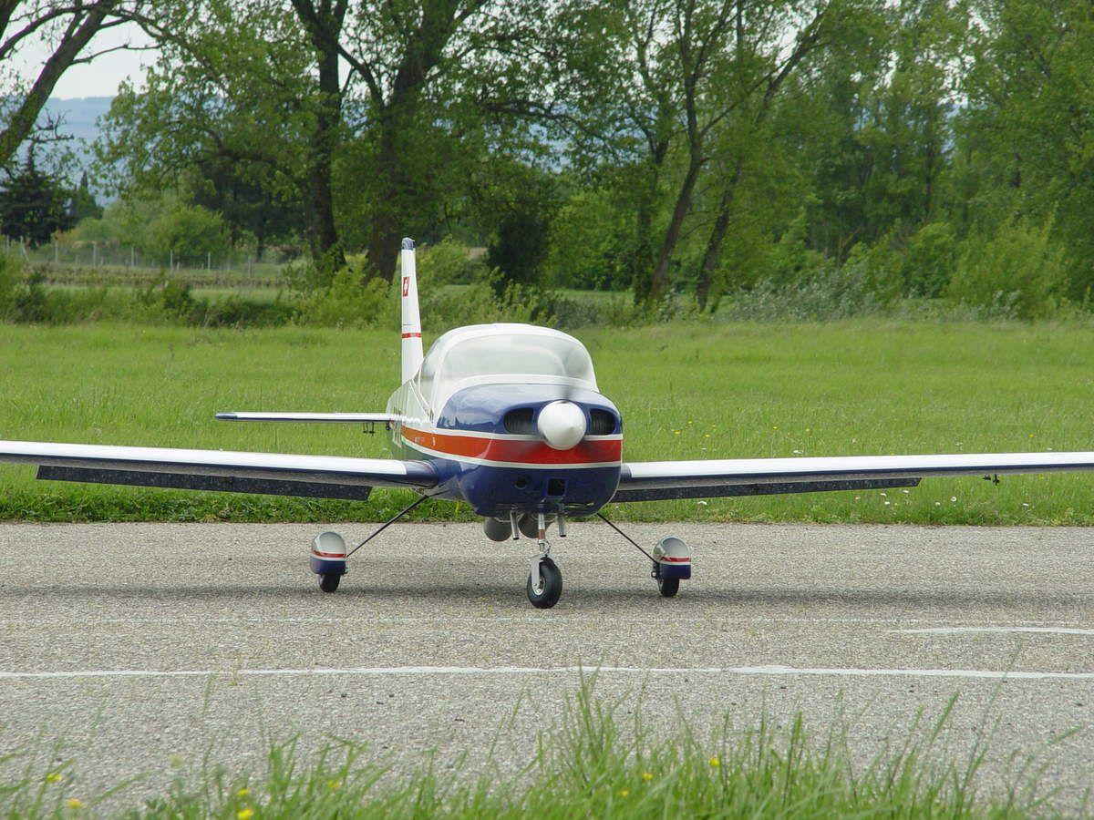 """29 avril 2015. Direction la piste d'Alairac pour faire """"péter"""" le Da 150cc, il n'a pas encore tourné avec la tripales. J'en profite pour effectuer quelques réglages et les derniers contrôles avant le 1er vol prévu ce we si la météo le permet.."""