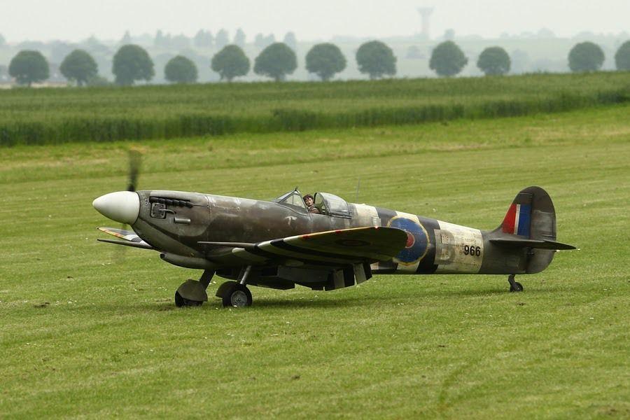 1) Spitfire et DAKOTA Eric Reboul