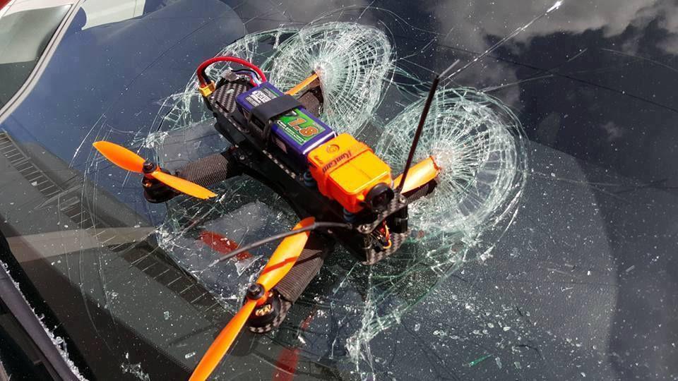 06 juillet 2016. Drone VS pare-brise !