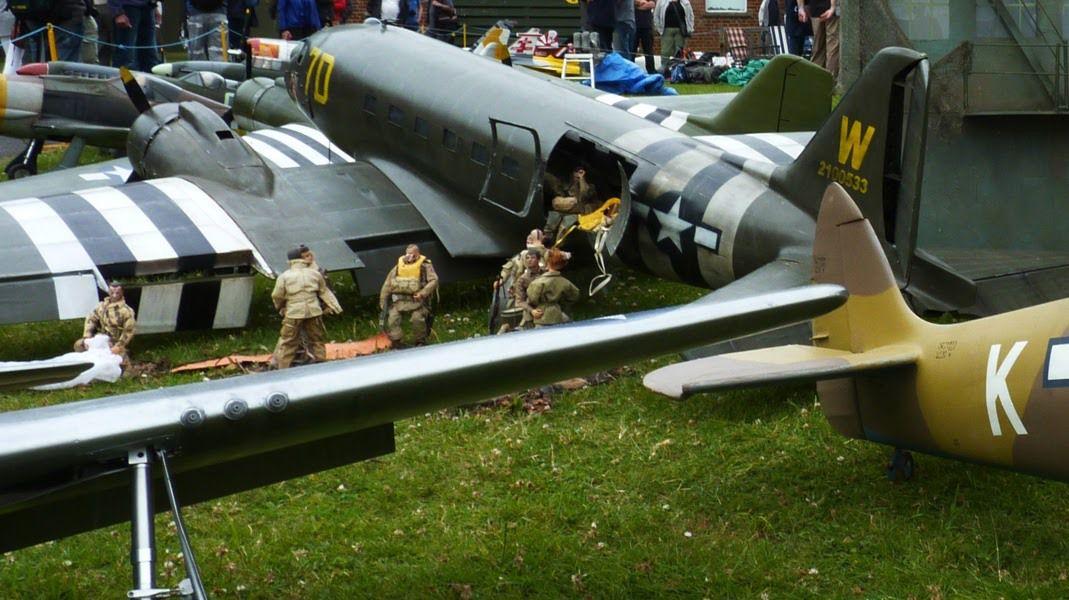 DUXFORD UK - 2016 - Flying Legends Air Show - Exposition de La Flying Legends Warbirds Air show avec un Spifire 1/3 (3.75m) & diorama avec deux C47 dakota 1/6 (5.30m) - Thanks Graham - Eric Reboul - Luc Lahourcade - Laurent Hazard Pascal - Goglstein - Franc Milani