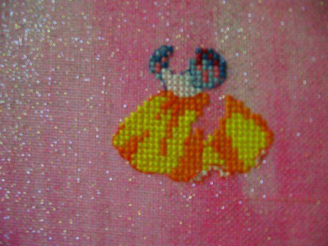 étape 1 -la robe- reçue le 19 août brodée quelques jours après ^^ ensuite j'ai mis ma toile de côté pour broder mes chuts ^^