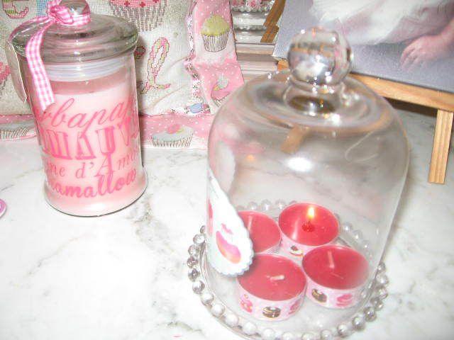 J'ai choisi la cloche gourmande de Béné pour la base (forme ronde pour rappeler la couronne de l'Avent traditionnelle) et pour les bougies, c'est hyper facile : de simples chauffe-plat (Ik*a) que j'ai décorés de masking tape sur les bords... ça m'a pris 5 minutes...
