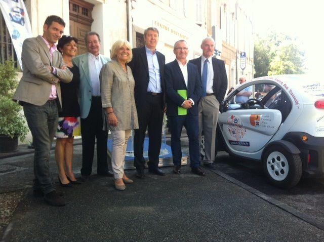 Inauguration de stations de recharge pour véhicule électrique en gares de La Penne S/H et d'Aubagne...