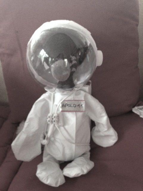 le loup qui voulait voyager dans le temps : l'espace