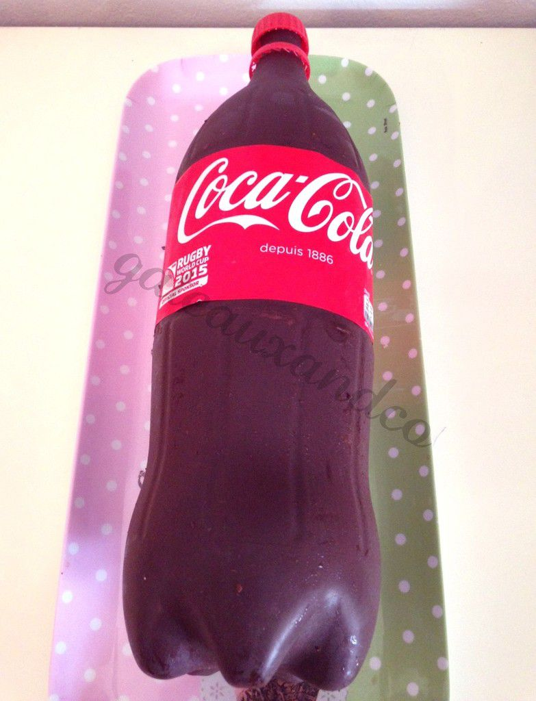 Gâteau bouteille de coca (coca-cola bottle cake)