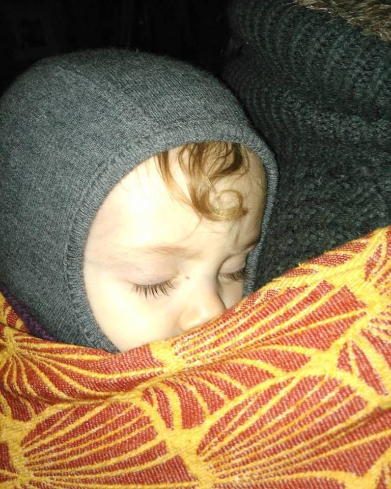 Porter son bébé en hiver.