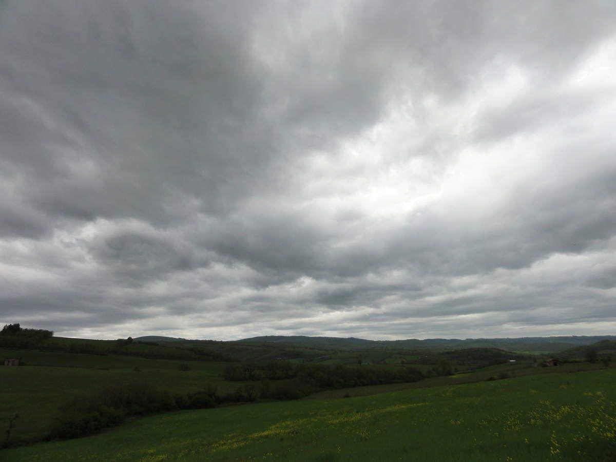 ciel nuageux à proximité de Belmont sur Rance