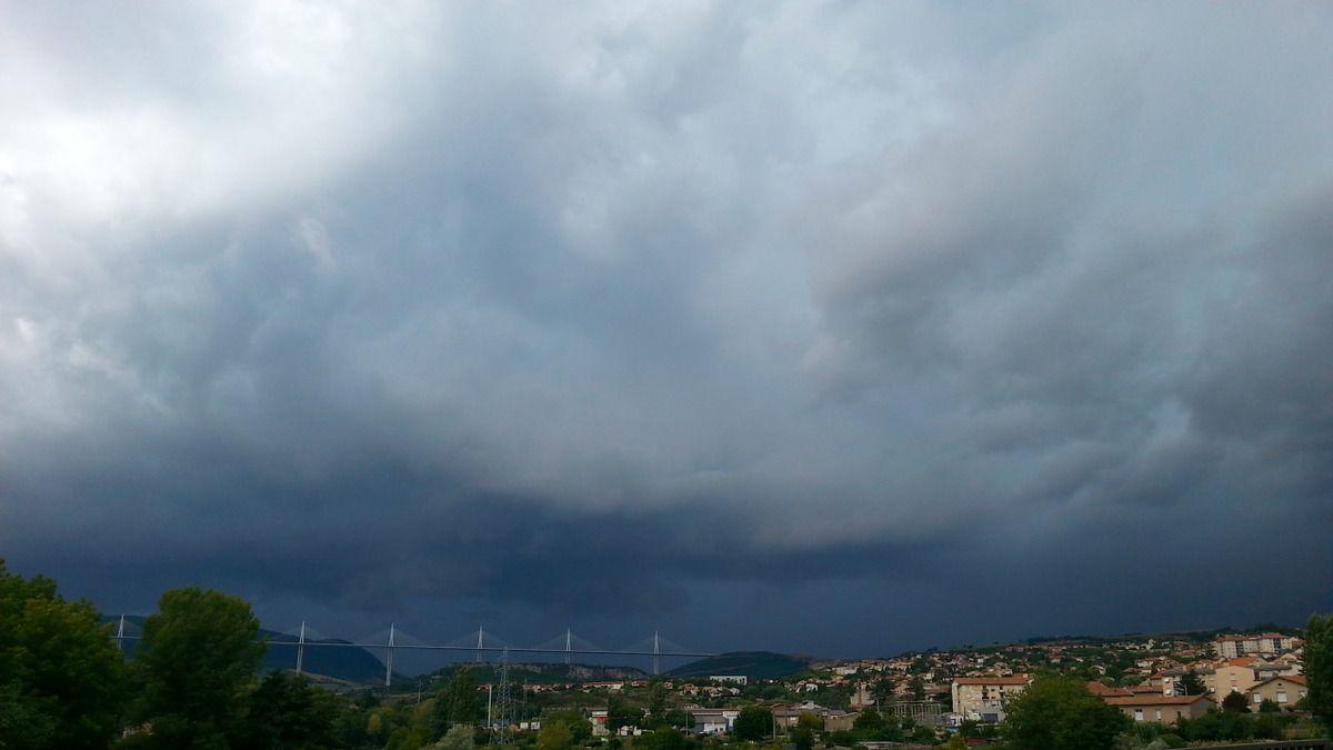Ciel orageux sur Millau le 23 août