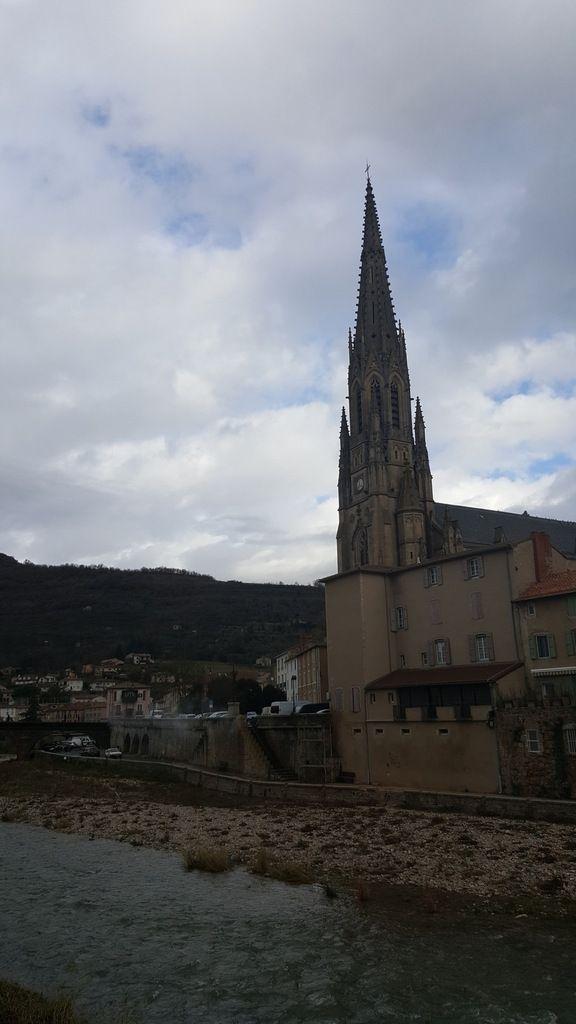 Saint-Affrique sous les nuages