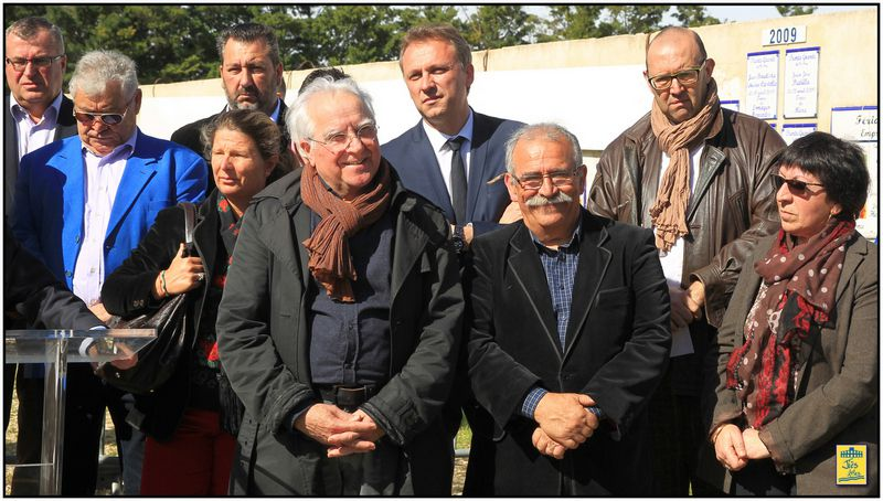 Hervé SCHIAVETTI, Maire d'Arles, et bien entouré a accueilli les élus locaux et du pays d'Arles ainsi que les membres de la CTEM et les représentants du monde taurin et économique.