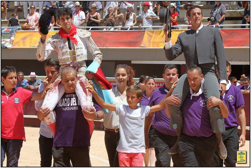 Sortie a hombros (en compagnie du Mayoral de Zalduendo) pour Alberto Lopez Simon qui, après ses oreilles madrilènes, surfe sur la vague du succès. Qui aurait parié sur lui en début de saison ?acoompagné