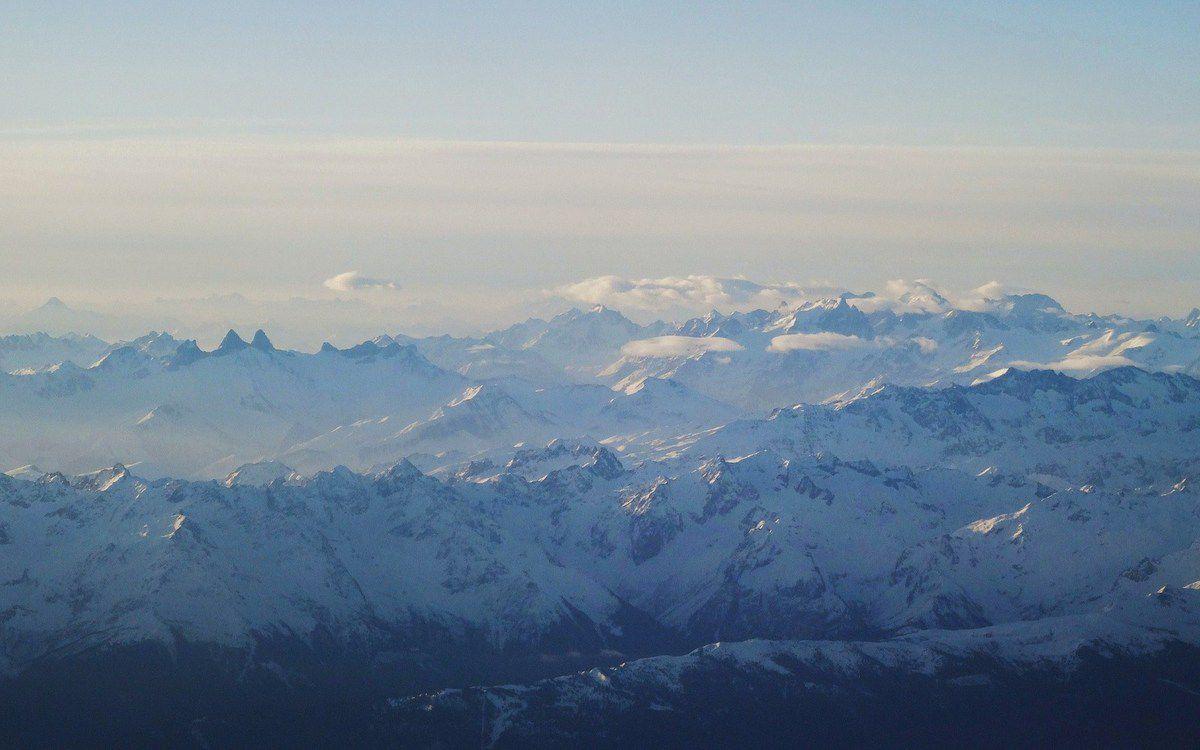 Décollage de St Ex au petit matin et survol des Alpes : bonne nouvelle, aucun personnel navigant lassé de la vie sur ce vol Lufthanza !