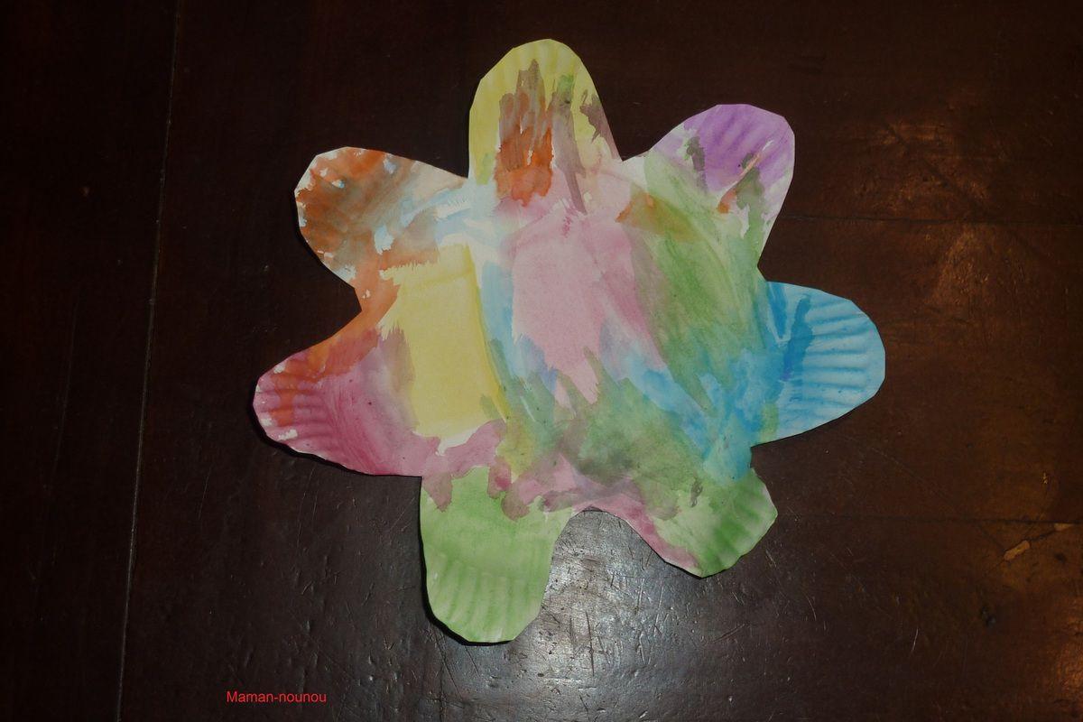 Fleur avec une assiette en carton et la peinture toyscolor le blog de maman nounou - Fleur en carton ...