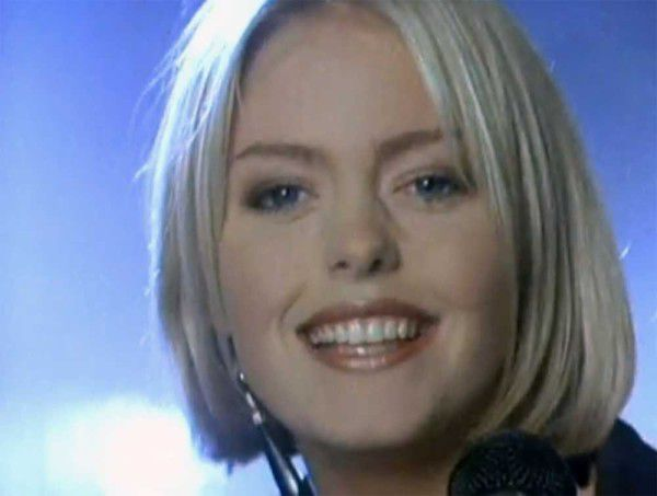 "Patsy Kensit dans le clip de ""When the phone stops ringing"" en 1987."