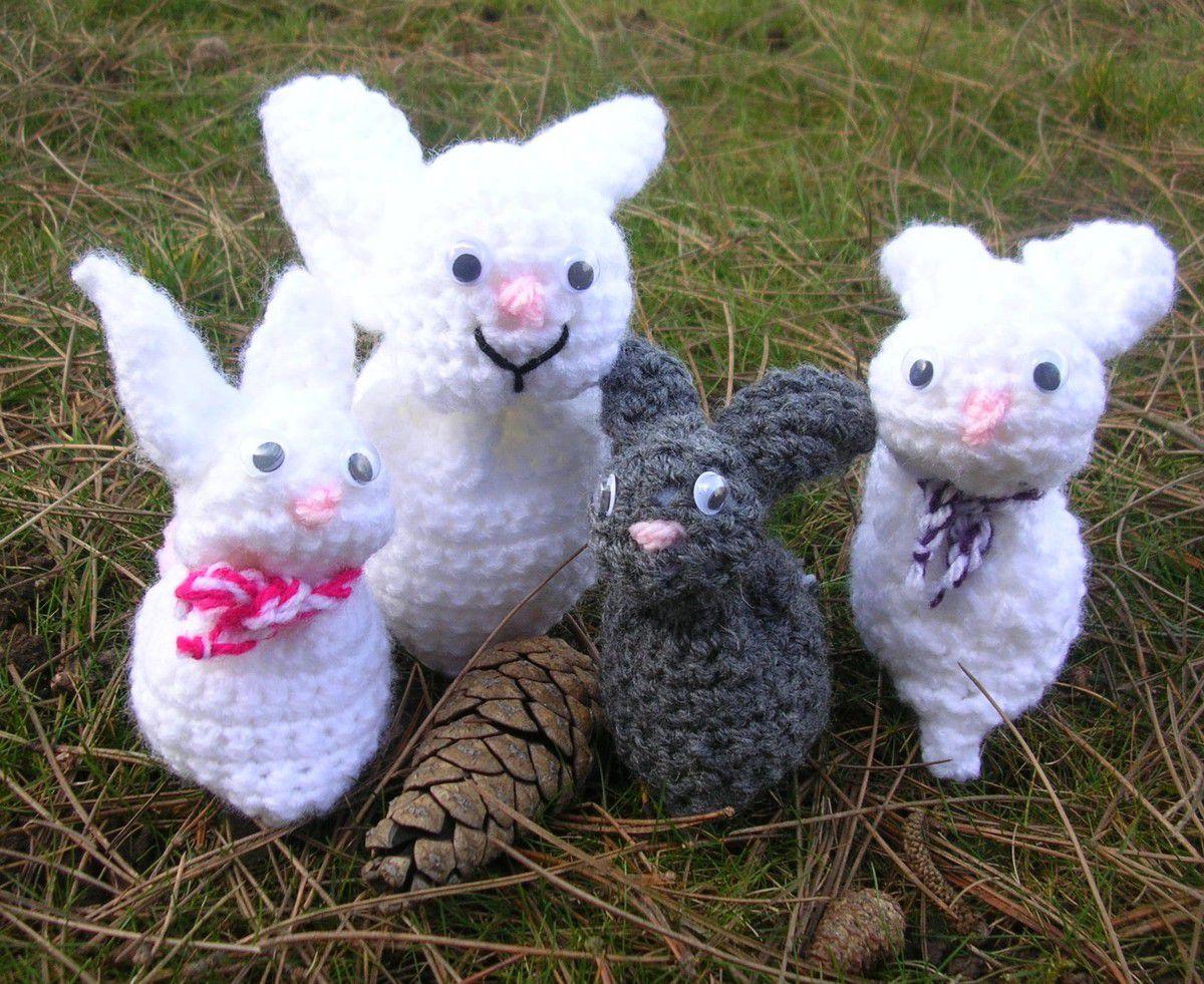 Le plus petit, le gris, est le premier que Mélys a fait et ensuite elle lui a fait un papa et une maman.