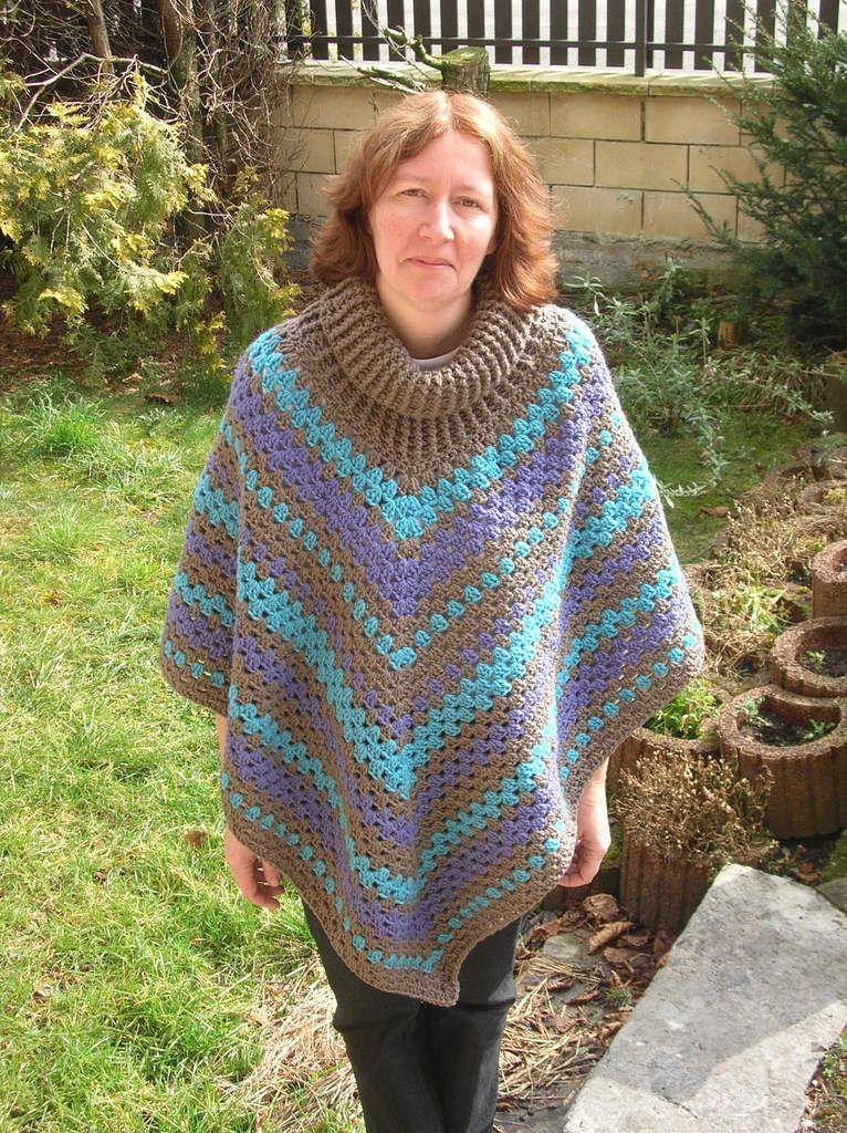Et dans la foulée, j'ai monté les 84 mailles avec la laine grise pour faire le second poncho !