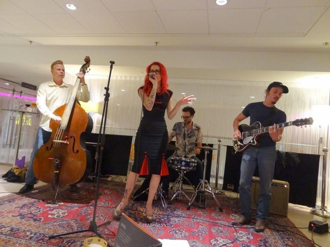Kath Biss &amp&#x3B; the Boom Boom Rockets @ The O Bar at the Thon Hotel Rogier- Bruxelles- le 14 juillet 2015
