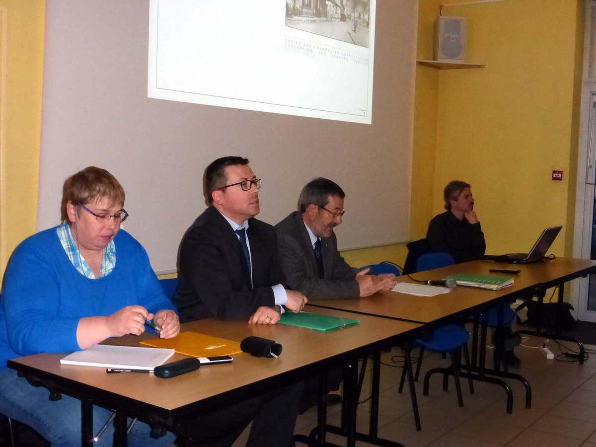 Réunion publique à Saint-Paterne-Racan