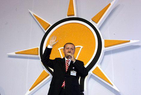 """El """"islamista"""" Tayyip Erdogan,  condecorado por la orden imperial Leopoldo que está unida a la orden masónica de Malta del rito escocés por el simbolismo de la cruz"""