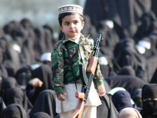Estados Unidos infiltró las escuelas de Afganistán para formar extremistas musulmanes
