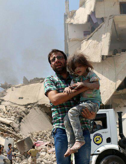 Manipulación mediática: la misteriosa pequeña siria salvada una y otra vez (Foto y Vídeo)