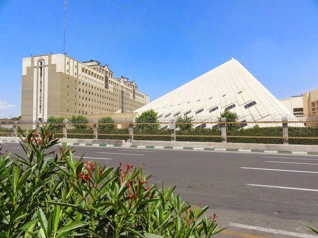 Moviendo hilos: Disparos  en el Parlamento iraní y atentado suicida en el Mausoleo de Jomeini, comienza la guerra escatológica