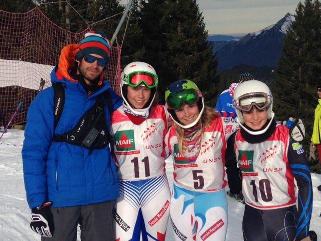 Florian (le coach) avec Inès, Anouk et Léa