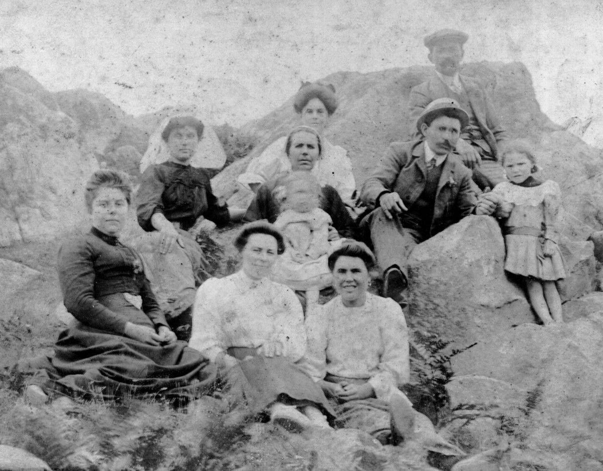 """"""" Chez Maman à Bréhat """" . Ce doit être après la mort de Laurent ( décédé en 1908 )"""