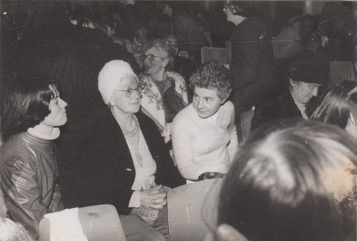 Une fête de Noêl vers 1978...Gil, Maman et Jeannette (entr'autres)