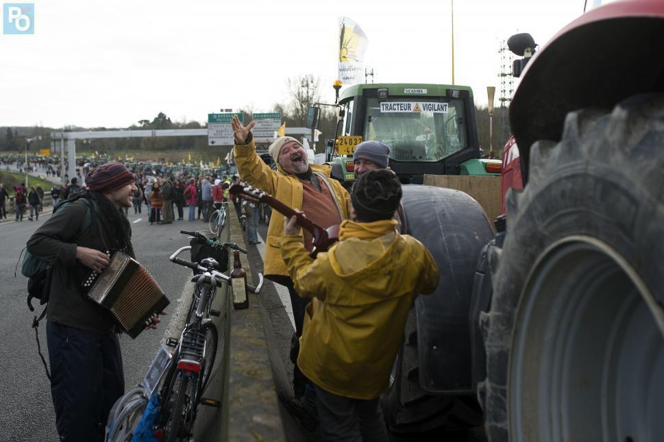 La manifestation anti-aéroport le 9 janvier sur le pont de Cheviré à Nantes