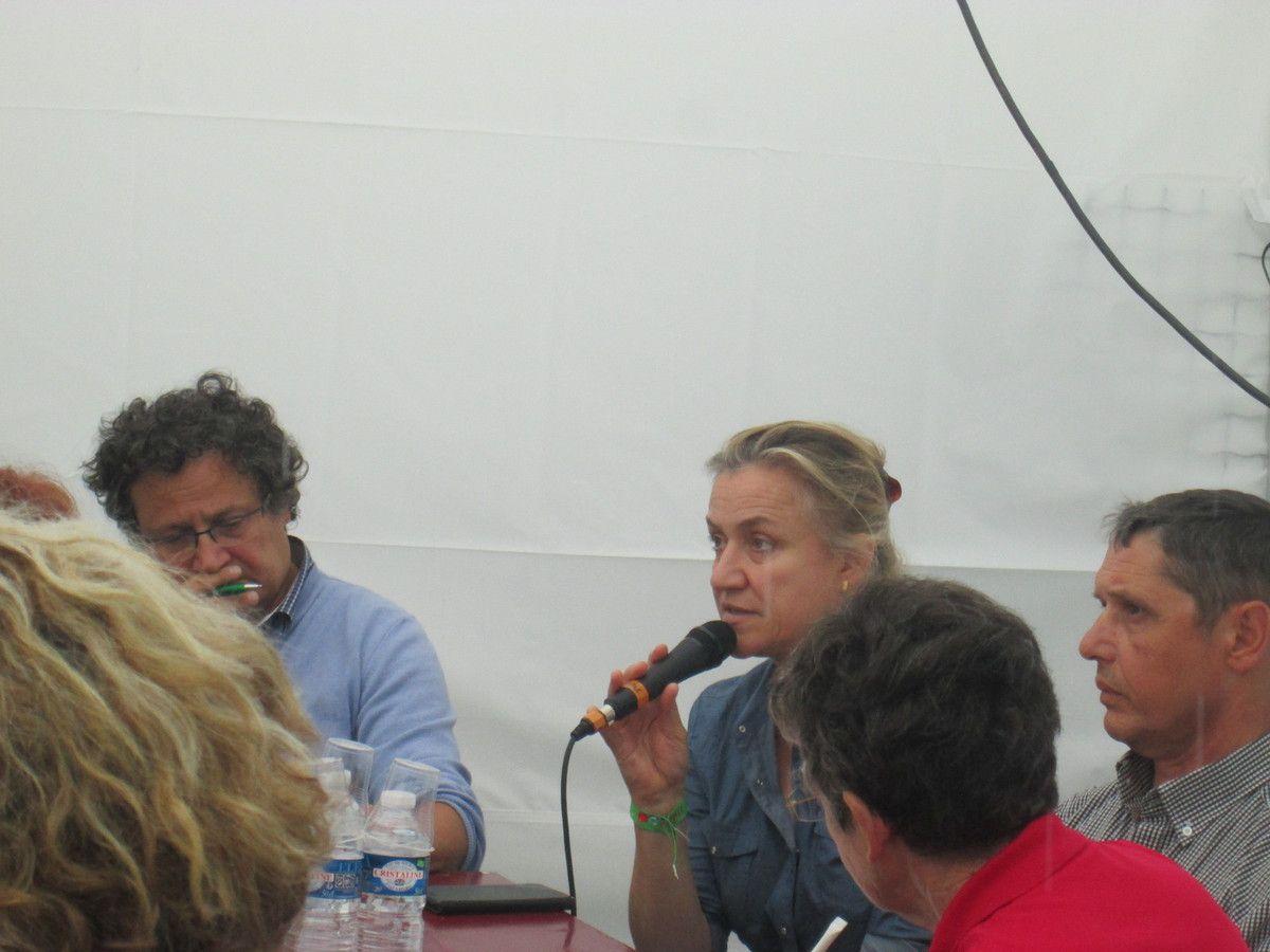 Espace Bretagne de la fête de l'Huma Paris: photos du débat sur &quot&#x3B;le médicament au coeur de la stratégie d'une politique de santé: marchandise ou bien public?&quot&#x3B;