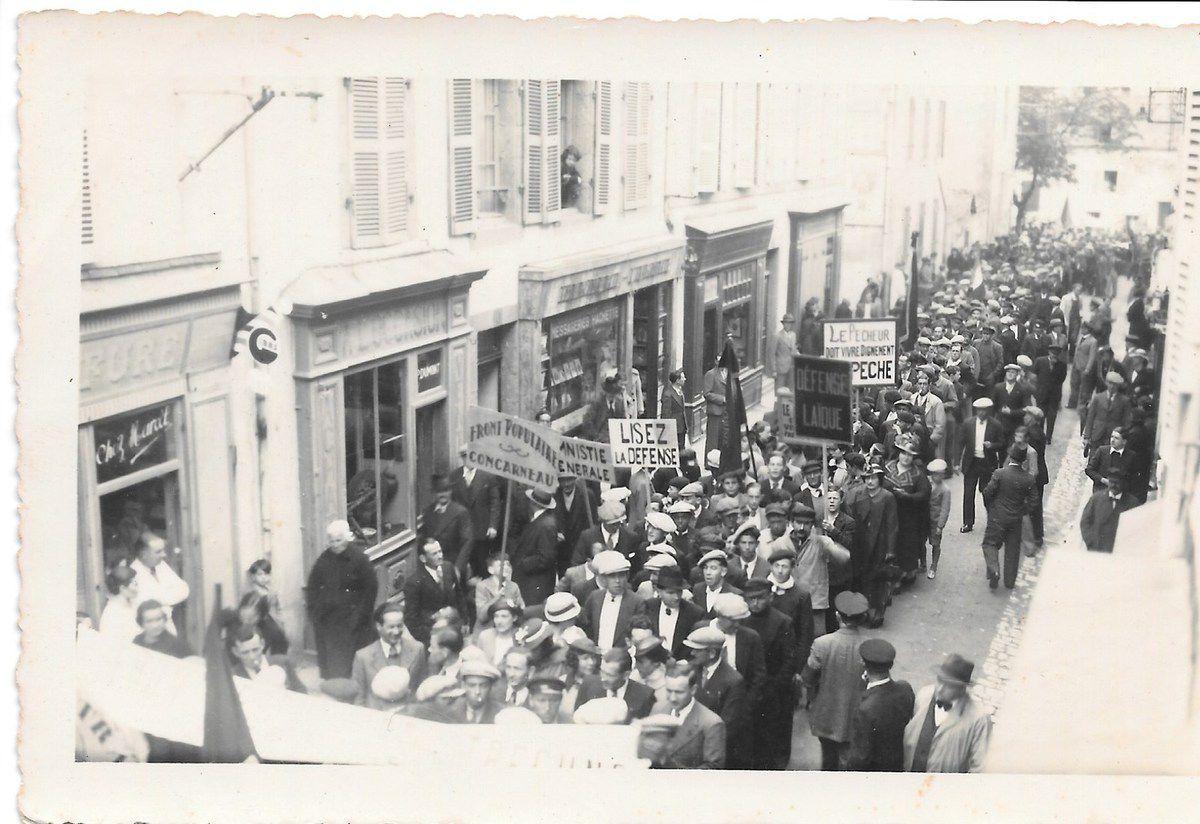 Manifestation du Front Populaire à Concarneau, rue Dumont d'Urville (Archives Pierre Le Rose)