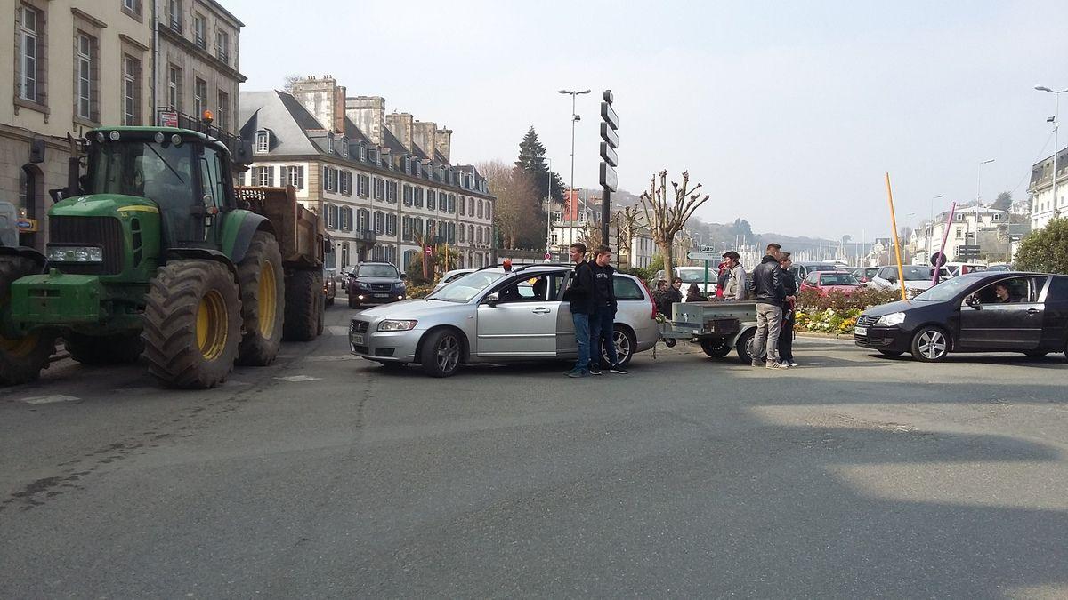 Manifestation lycéenne du 18 mars à Morlaix contre la loi El Khomri (photos Jean-Luc Le Calvez)