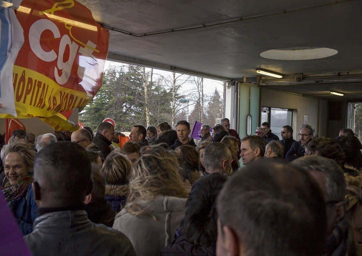 Rassemblement de soutien aux personnels de l'hôpital de Morlaix et de défense de l'hôpital public le 27 avril (communiqué du Comité de défense de l'hôpital public en pays de Morlaix)